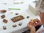 De activiteit 'Chocolade Workshop' van Tea Chocolate & More wordt u aangeboden door dekleineladder.nl uit Haarlem