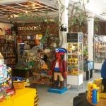 Speelgoedwinkels | Meneer Paprika in Haarlem-Centrum Ons speelgoedaanbod is heel divers: mooie grote kwaliteitsmerken als Lego, Playmobil, Thomas de Trein en Kapla, maar ook kleinere merken als Jellycat en Moulin Roty. Verder heeft Meneer Paprika heel veel grappige kleine spulletjes, poppen, knuffels, boeken, spelletjes, modelbouw, dino's, monsters...