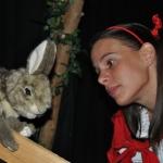 Kindertheater | Kindertheater 'De toverknol' in Haarlem-Centrum Maandelijks kan je een nieuwe voorstelling bezoeken en in een bijzondere, humoristische wereld stappen! Voordat we op avontuur gaan, verkleed je jezelf als prinses, ridder of een dier. Pak een beker limonade en een koekje. De lampen gaan aan, de muziek begint te spelen, het doek gaat open…