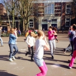 De activiteit 'Sport & Spel in de speeltuin' van Speeltuin Floragaarde wordt u aangeboden door dekleineladder.nl uit Haarlem