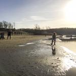 Spelen met water en zand bij 't Wed bij NP Zuid-Kennemerland | Koevlak. Elke seizoen vinden kinderen het leuk om te spelen met zand en water. En is het echt lekker weer dan kun je er ook nog lekker zwemmen.<br><br><br>van zonsopkomst tot zonsondergang zijn de duinen open.