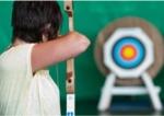 Boogschieten bij Center Parcs Park Zandvoort. Het begin is even lastig. Maar wie doorzet, leert tijdens de boogschietles als een Robin Hood met pijl en boog het doel raken. Wie zal de echte Robin Hood worden? Vanaf 8 jaar kunt u leren pijl en boogschieten. De kosten zijn 11,-. De activiteit wordt in de tennishal gegeven.<br>reserveren gewenst