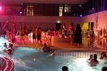 De activiteit 'Disco Zwemmen' van Zwembad de Heerenduinen wordt u aangeboden door dekleineladder.nl uit Haarlem