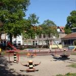 Kom lekker spelen bij Speeltuin Klarenhof. Speeltuin Klarenhof is een gezellige speeltuin in de Leidse buurt voor kinderen van alle leeftijden. De toegang is gratis en er is altijd wel iemand om mee te spelen.