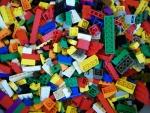 Bouwen met LEGO bij ABC Architectuurcentrum Haarlem. Kinderen (en natuurlijk ook volwassenen!) kunnen op het ABC komen bouwen met maar liefst 60.000 LEGO - steentjes. Laat je inspireren door het werk van anderen en ga daarna zelf aan de slag: maak zelf een LEGO - bouwwerk!