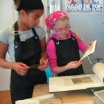 De activiteit 'Kunst en Vliegwerk: workshop de Etsclub' van Teylers Museum wordt u aangeboden door dekleineladder.nl uit Haarlem