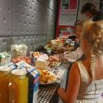 De activiteit 'Familie ontbijt' van Toneelschuur wordt u aangeboden door dekleineladder.nl uit Haarlem