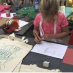 De activiteit 'workshop tassenzeefdruk' van Het Veerkwartier wordt u aangeboden door dekleineladder.nl uit Haarlem