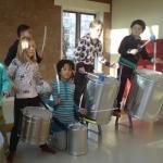 Muziekles | Zwaanswijk Percussion in Haarlem-Zuid-West Iedere zondag van 10.00-14.00 geeft Pepijn Zwaanswijk bij Circus Hakim groepslessen percussie en drums van 45 minuten voor kinderen. De kosten bedragen €15 per les. Twee keer per jaar zijn er openbare uitvoeringen, z.g.n. voorspeelmiddagen.