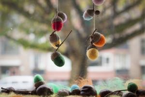 Nu kun je eikeltjes aan een draad hangen of mooi op een tafel leggen