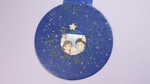 Op kerstavond mag het bedekkende vlieger-papiertje weg geschoven worden en verschijnt de afbeelding van Jezus