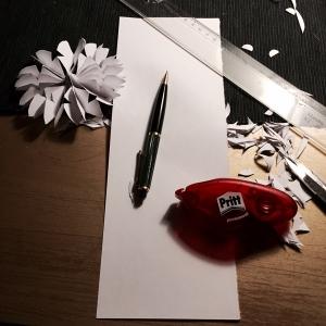 Wat heb je nodig om deze mooie sneeuwvlok te maken van papier