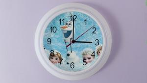 Zelfgemaakt klok met leuke afbeelding van Frozen