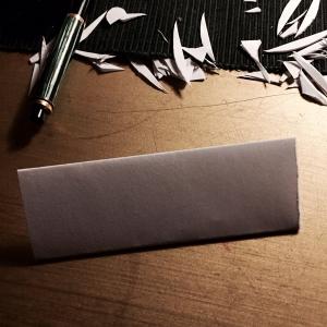 Met alleen een papiertje een nietmachine en wat lijm maak je een mooi knutselwerkje
