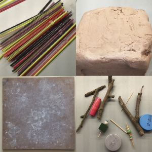 Wat heeft je kind nodig om dit experiment te doen met klei en rietjes en eventueel ander materialen?