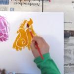 Hoe maak je een tovertekening met Kaarsvet en Ecoline?|Veel kinderen vinden het leuk om te tekenen. Maar wat nu als je van te voren niet weet wat je gaat tekenen. Verras je kind met zo'n tovertekening en geniet van de verbazing. Ook leuk voor kinderen onder elkaar, de één maakt een tovertekening voor de ander. Fijne activiteit voor een regenachtige dag.